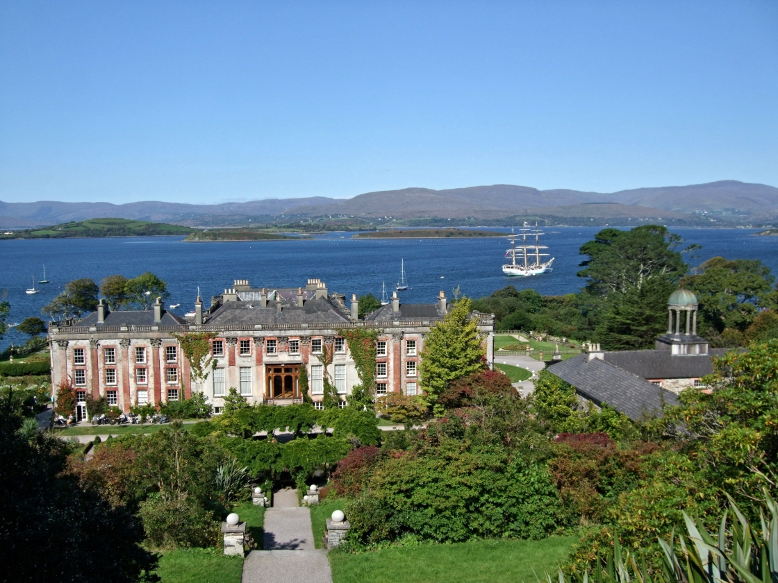 Private chauffeur driven tour around Bantry Bay in Ireland
